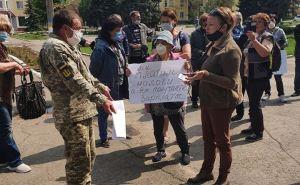 В Счасте предприниматели вышли на акцию протеста