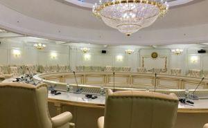В Минских переговорах будут участвовать священники и мэры городов
