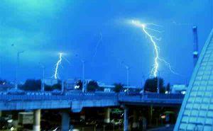 В Луганске объявили штормовое предупреждение: днем 2июня ожидается гроза и усиление ветра
