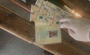 На КПВВ «Станица Луганская» женщина предлагала пограничнику взятку, чтобы не устанавливать приложение «Дій вдома»