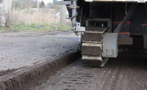 Ведется ремонт дороги между Кременной и Рубежным