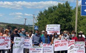 В Луганской области работники заводов перекрыли автотрассу