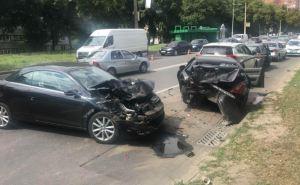 В Харькове крупное ДТП, столкнулись сразу пять автомобилей. Два человека пострадало. ФОТО