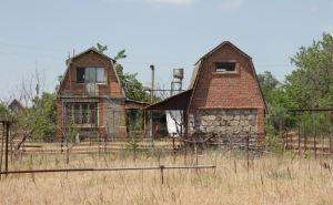 Дедушка-переселенец из Луганска платит за электричество на даче как предприятие