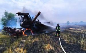 Комбайн загорелся на ходу в пригороде Луганска. ФОТО