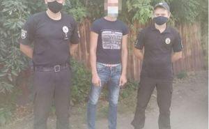Житель Луганской области пришел в соседнее село и сорвал с флагштока флаг Украины, а потом сжег
