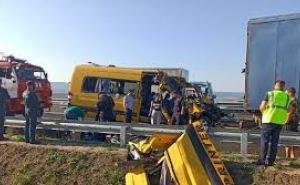 Микроавтобус ехавший из Краснодара в Севастополь врезался в грузовик. Девять погибших