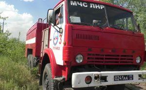 В Луганске тушили сильный пожар в промзоне Камброда