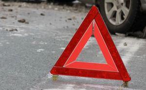 В Луганске столкнулись два автомобиля— три человека пострадало