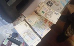 На КПВВ в личных вещах нашли и изъяли 200 тыс. гривен