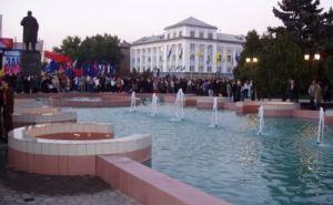 Фонтан на Театральной площади за памятником Ленина окончательно разбили