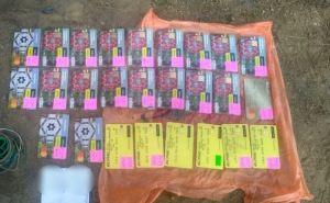 Пограничники конфисковали 26 украинских банковских карточек. ФОТО