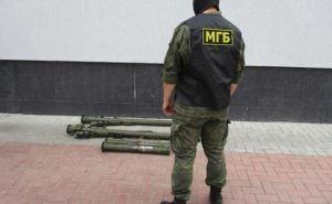 У Луганского аэропорта обнаружили тайник с зенитными ракетными комплексами и РПГ. ФОТО
