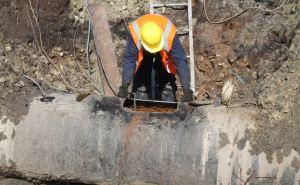 С 4 утра 20 специалистов «Луганскводы» устраняют порыв на участке ровеньковского магистрального водовода