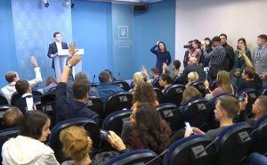 Чтобы не болтали лишнего. В украинской делегации на Минских переговорах появится пресс-секретарь
