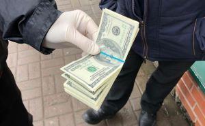 В Луганской области на взятке в 30 тыс. долларов попался следователь СБУ