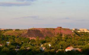 Тела 12-летней девочки и 14-летнего мальчика были обнаружены на терриконе на высоте около 80 метров в Свердловске