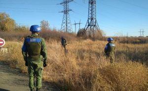 В пригороде Луганска обнаружены фрагменты управляемой ракеты. ФОТО