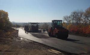 На КПВВ «Луганск— Счастье» укладывают тротуарную плитку, у «Первомайск-Золотое» идет плановый ремонт дорожного полотна