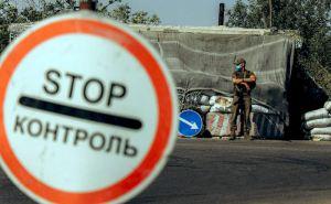 Украинские военные устанавливают новый блокпост в районе Золотого