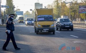 В Луганске полиция из маршруток высаживает людей без масок. ФОТО