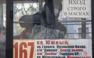 В центре Луганска полиция и СЭС проверяют маршрутки. Пассажиров без масок высаживают, водителей-штрафуют. ФОТО
