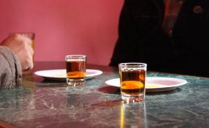В Алчевске оштрафовали предпринимателя на 60 тысяч рублей за торговлю алкоголем