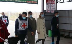 Президент Международного Комитета Красного Креста пересек КПВВ «Станица Луганская» и едет в Луганск