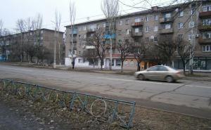В Алчевске возле подъезда жилого дома подорвался пенсионер