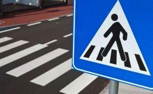 Автомобиль сбил женщину на пешеходном переходе