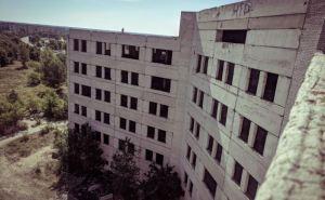 Восемнадцатилетняя девушка хотела броситься с крыши недостроенной многоэтажки в центре города. ФОТО