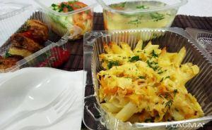 По просьбе ресторанного бизнеса. В Луганске разрешили доставлять еду до 21:00