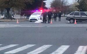В Луганске на пешеходном переходе сбили насмерть пешехода