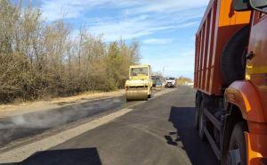 В Луганске продолжают класть асфальт