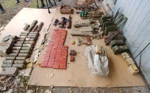 Пулеметы, гранатометы, боеприпасы и взрывчатку изъяли у жителя Луганска. ФОТО