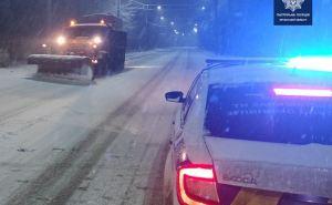 На Луганщину пришла настоящая зима. Водителей просят быть осторожными. ФОТО