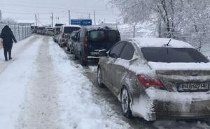 На украинской границе сРФ в Меловом очередь на 6 часов. Пограничники в Гоптовке заглядывают не только в сумки, но и в лифчик. ФОТО
