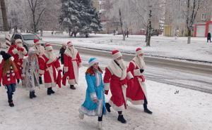 Парад неподконтрольных Дедов Морозов прошел в Свердловске.
