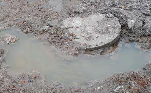 Лучшую школу в Луганске затопило канализацией. ФОТО