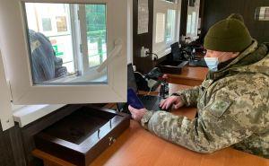 На КПВВ задержали двух жителей Донбасса с паспортами с «вклеенными фотографиями»
