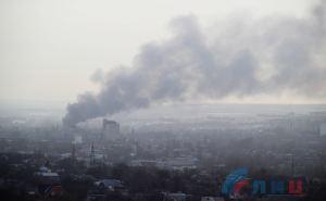 В Луганске крупный пожар на складе горюче— смазочных материалов. ФОТО