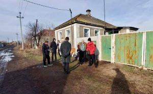 Украинские военные не пускали ехавшую на вызов машину скорой помощи в село на Луганщине. Больше часа проводили «проверку»