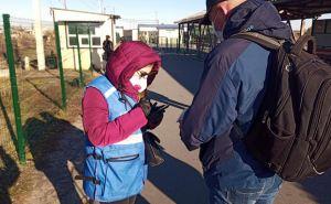 Не смотря на сбои с электричеством и с мобильной связью через КПВВ «Станица Луганская» вчера смогли пройти 1430 человек