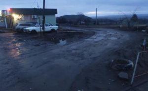 Луганские водители жалуются на разрушенную дорогу у КПВВ «Изварино»