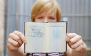 Почему переселенцам не ставят прописку Донецк или Луганск в украинские паспорта