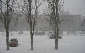 В Луганске со вчерашнего вечера очистили от снега и «посыпали» более 70 улиц