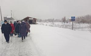 Вчера, не смотря на холод, очереди и компьютерный сбой у пограничников, поток на КПВВ у Станицы был прежним