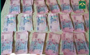 Таможенники забрали 1 млн 200 тысяч гривен у луганчан на границе сРФ. ФОТО