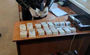 На КПВВ «Станица Луганская» задержан луганчанин за взятку пограничнику в 10 тысяч гривен. ФОТО