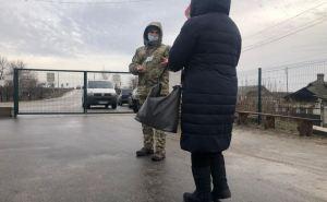 На КПВВ «Станица Луганская» наблюдается аномальная активность. В сторону Украины прошло в 2,5 раза больше людей, чем в Луганск